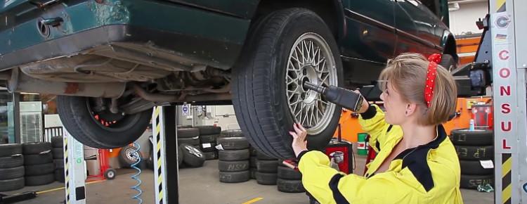 Costabrava – Dziewczyna mechanik